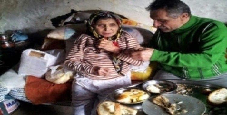 Engelli ablasını bakmak için eşinden boşandı