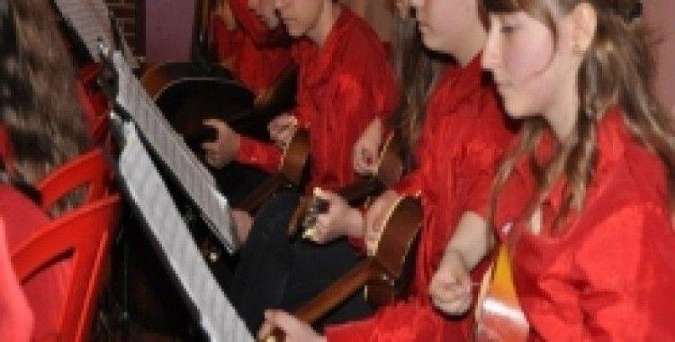 Rusçuk Tambura Orkestrası Bursa'da 23 Nisan konseri verdi