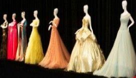 Ünlü tasarımcılardan Prenses elbiseleri