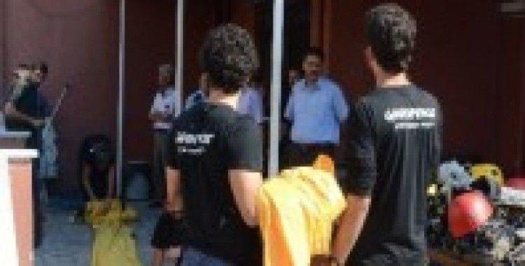 Greenpeace üyelerinden şafak baskını