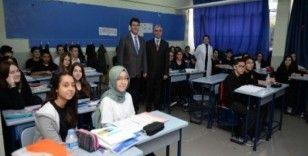 Başkan Dündar öğrencilere rol model oluyor