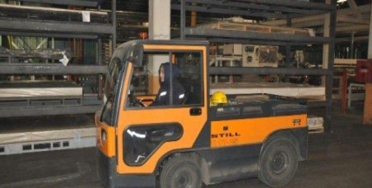 Forklift operatörü kadınlar