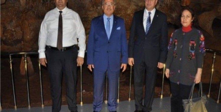 Taşkuyu Mağarası'nın ilk ziyaretçisi Hatay Büyükşehir Belediye Başkanı Savaş oldu