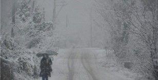 Elazığ'da kar ve tipi 42 köy yolunu kapattı