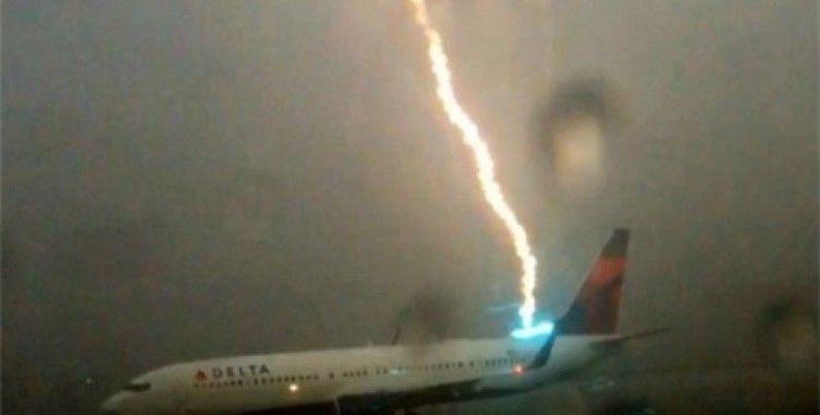 Yıldırım uçağa böyle düştü