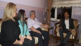 Çandıroğlu, Yarın Sizdeyiz Projesi kapsamında varsat ailesini ziyaret etti