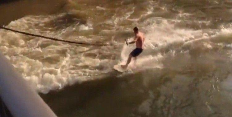 Nehirde bungee sörf