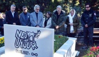 Nejat Uygur mezarı başında anıldı