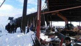 Konya'da pazar yerinin çatısı çöktü