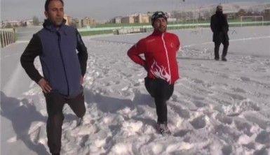 Engelsiz, şampiyon atlete kar da engel olamıyor