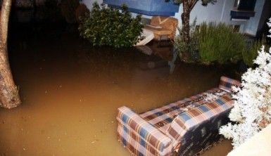 Sağanak yağış sonrası bodrum katları su bastı