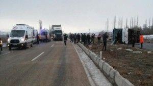 Sivas'ta yolcu otobüsü devrildi, 1 ölü, 36 yaralı