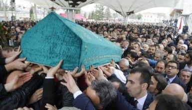 Bakan Soylu'nun amcası son yolculuğuna uğurlandı