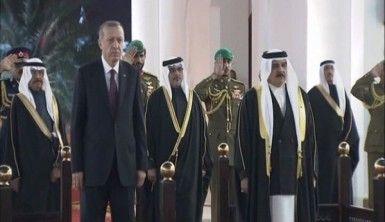 Erdoğan Bahreyn'de resmi törenle karşılandı