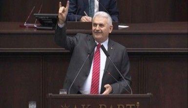 Başbakan Yıldırım bozkurt işareti yaptı
