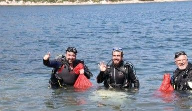 Ata Demirer denizden çöp topladı