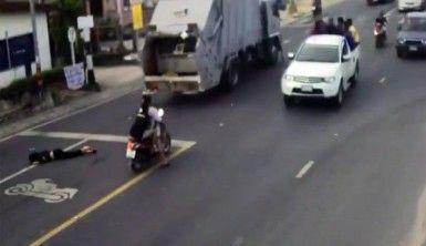 Çöp kamyonunun ezdiği kadın olay yerinde can verdi