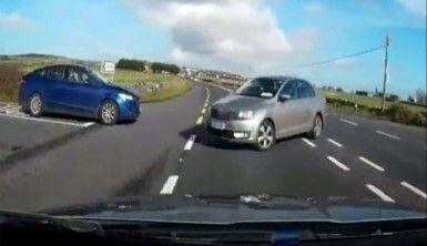 Kadın sürücünün dikkatsiz dönüşü kazayla bitti