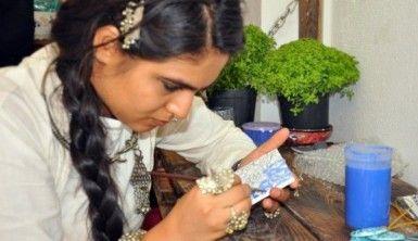 İznik çini sanatını öğrenmek için 8 bin 780 kilometre yol katetti