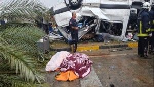 Antalya'da tur minibüsü devrildi, 3 turist öldü