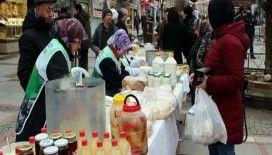 Köylü kadınlar ürettiklerini Mehmetçik için sattı
