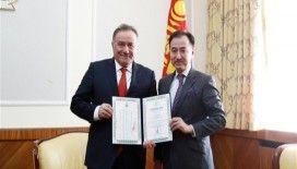 Enver Yücel'e 'Moğolistan Kültür Elçiliği Nişanı' verildi