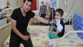 Kanseri yendi şimdi hasta çocuklara umut oluyor