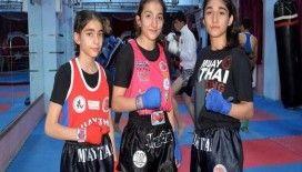 Kick boks ve muay thaide şampiyon kız kardeşler