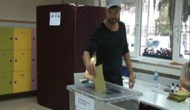 Yalın'dan oy kullanmak istemeyenlere ilginç tepki