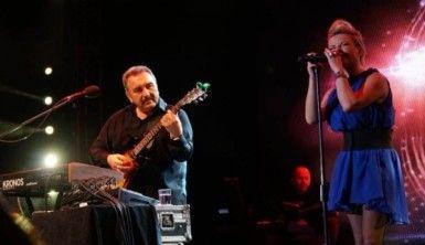 Ümit Besen ve Pamela Bursa'yı salladı