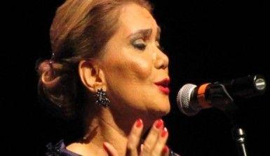 Ünlü TRT sanatçısı Armağan Elçi, Kerkük'e Kerkük Divan-ı'nı armağan etti