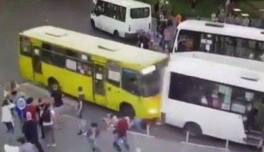 Vatandaşlar iki otobüsün arasında sıkıştı