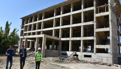Teröristlerin yıktığı okulların yerine yenileri yapılıyor