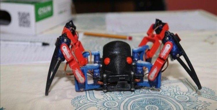 Öğrencilerin yaptığı robot örümcek ilgi görüyor