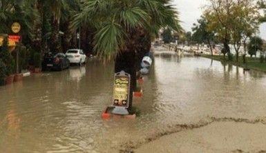 Silivri'de bazı yollar su altında kaldı