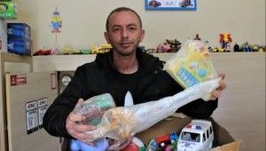 Bozuk oyuncakları tamir edip çocukları sevindiriyor