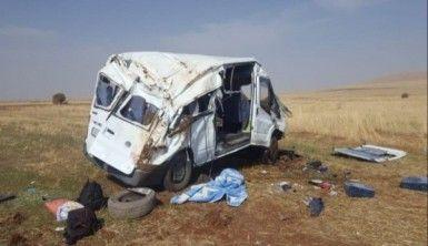Kayseri'de minibüs devrildi, Ölü ve yaralılar var