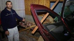 Kontrolden çıkan araç oturma odasına girdi