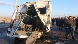Otobüsle minibüs çarpıştı, 17 yaralı