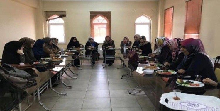 Kur'an Kursu öğreticileri üniversiteliler ile bir araya geldi