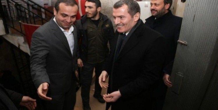 AK Parti'nin Zeytinburnu adayı Ömer Arısoy, MHP İlçe Başkanı Reşat Ok'u ziyaret etti