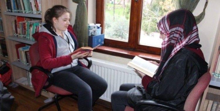 Bandırma Halk Kütüphanesi'nde okuma etkinliği