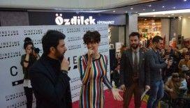 Bergüzar Korel ve Engin Akyürek Bursa'da hayranlarıyla buluştu