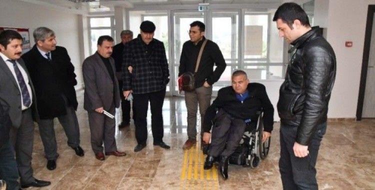 Üniversitede engellilerin önündeki engelleri kaldırılıyor