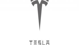 Tesla Model Y yolda