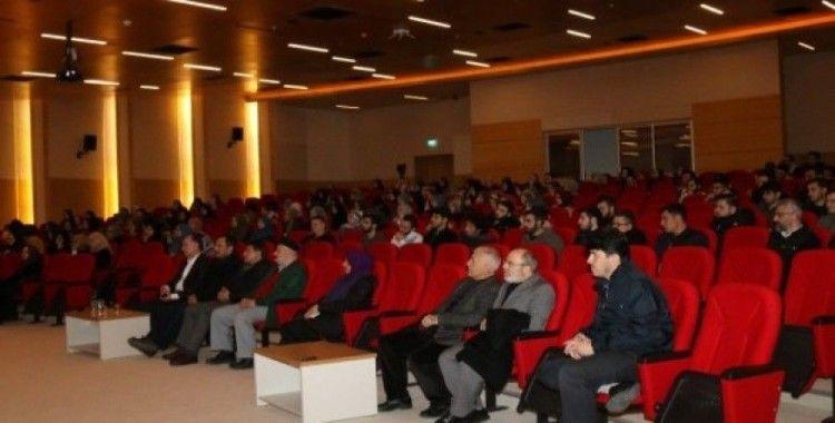 Kimler ilim öğrenmez konulu konferans SAÜ'de gerçekleştirildi