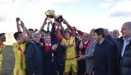 Şampiyon Taşköprüspor, Kupasını Vali Karadeniz'in elinden aldı