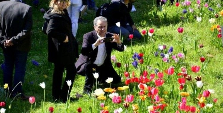 Baharın gelişi Divan Şiiri bahçesinde şiirlerle karşılandı