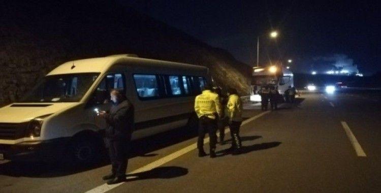 Bursaspor taraflarını taşıyan minibüs, tır ile çarpıştı, 10 yaralı