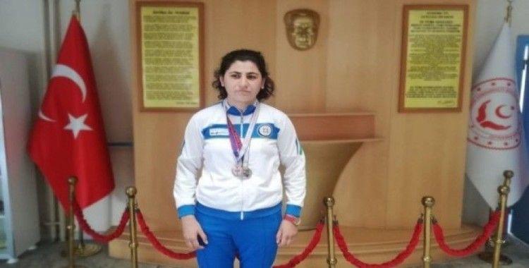 Özel öğrenci atletizm yarışlarında 2 madalya birden aldı